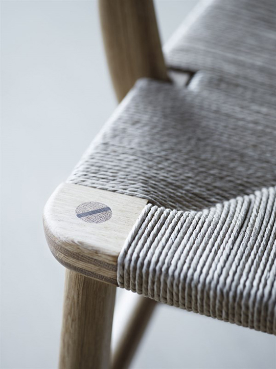 wegner_ch22-oak_detail_wedge_600x800