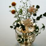 【イケバナベース】花屋さんに行かなくても良い⁉野花がおしゃれになる新感覚フラワーベース