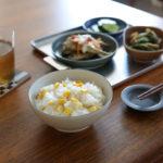 イイホシユミコ×CONNECTの器「dandan」で夏野菜のごはん料理を味わおう
