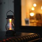 キャンドルのように揺らぐ灯りから、読書灯にもなる灯りまで。BALMUDA The Lanternが入荷しました!